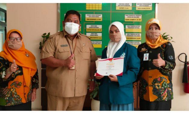 Violletta Gadis Cantika Juara 1 LKTI Kabupaten Sidoarjo